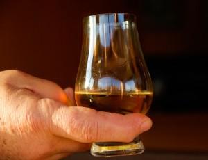 Whisky brennen Glas